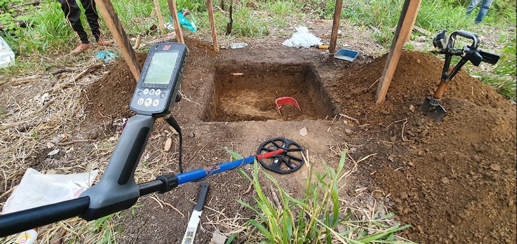 Excavacion-arqueologica-con-detector